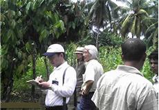 インドネシア・ナガンラヤ県:衛生状況視察の様子